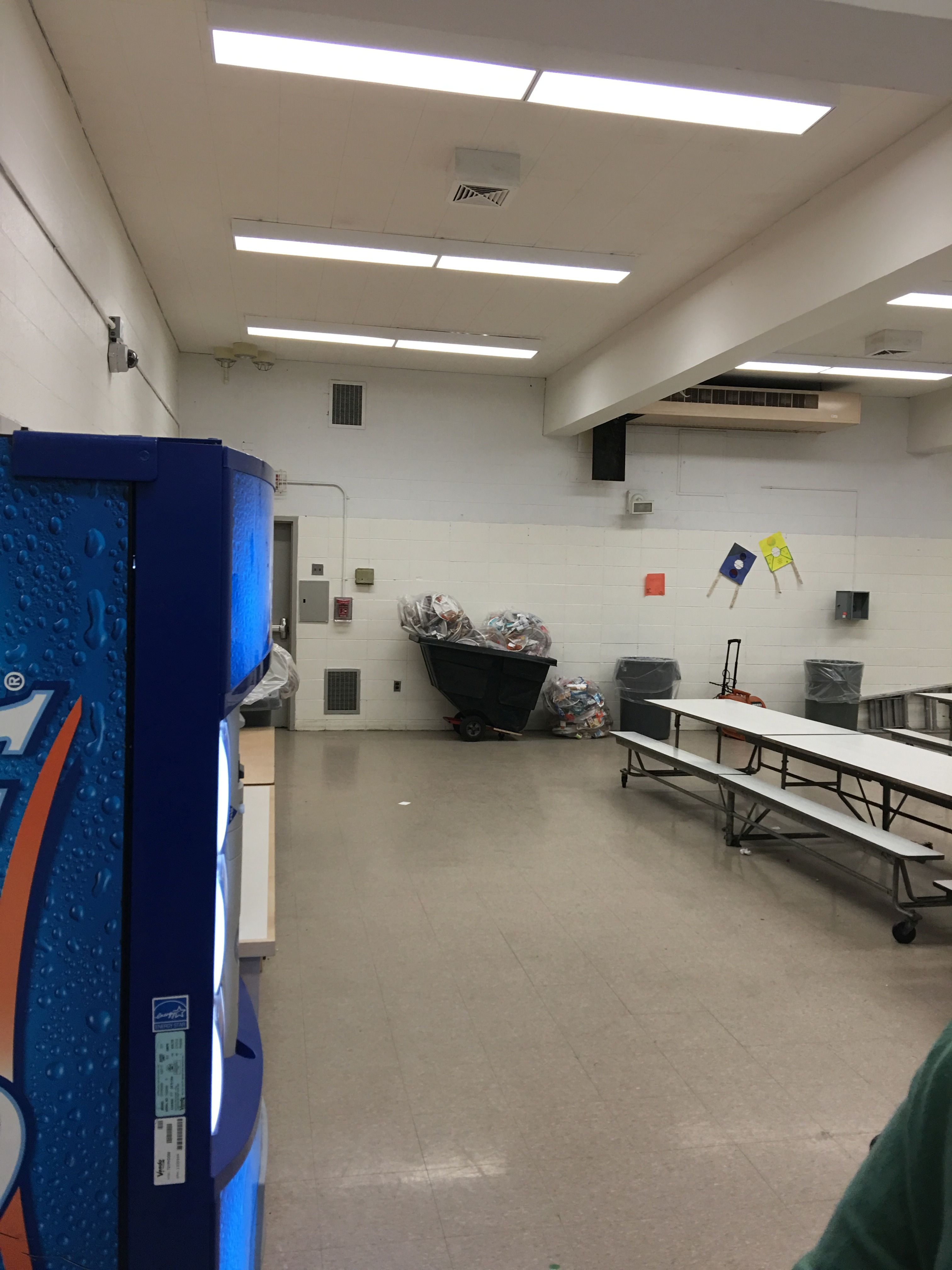 Q025 Cafeteria